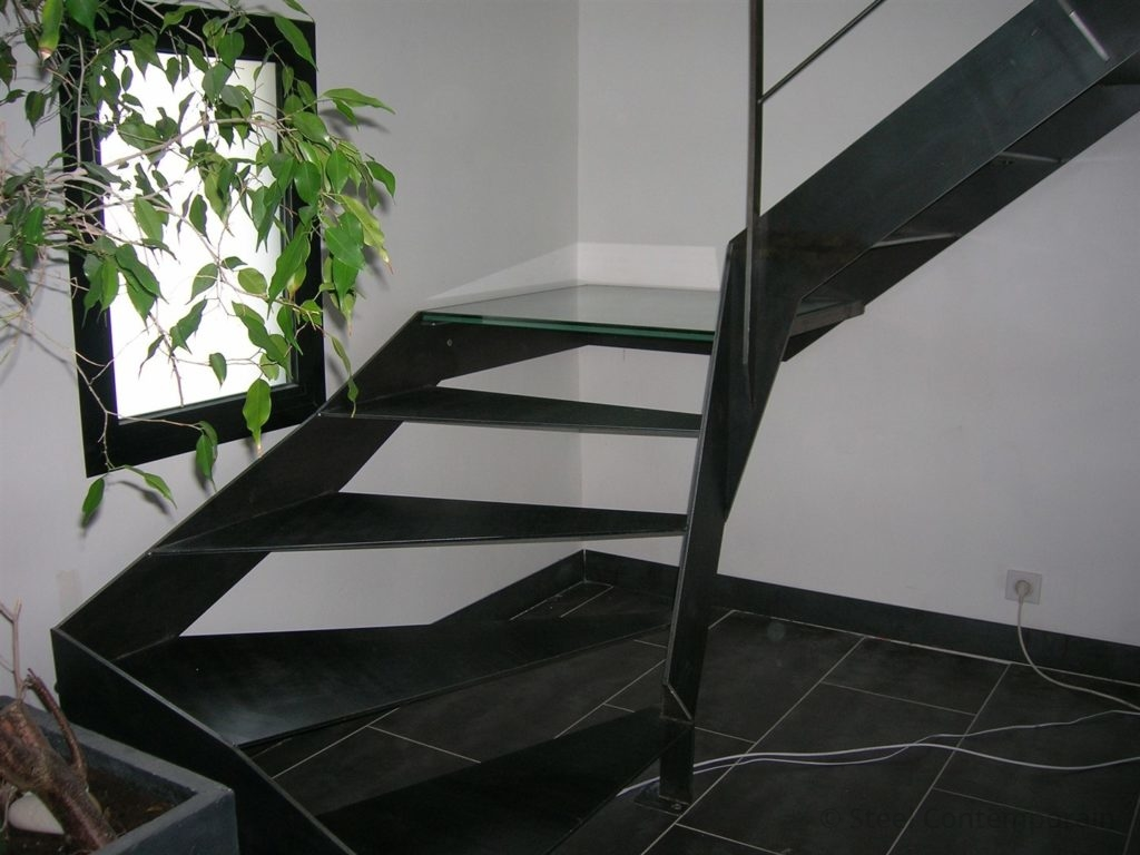 Escalier métallique avec palier verre
