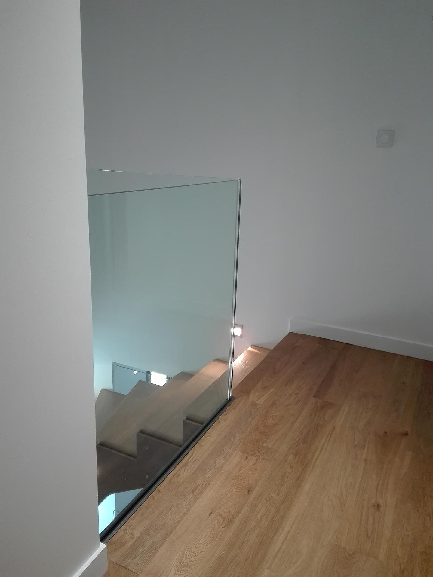 dubai steel contemporain. Black Bedroom Furniture Sets. Home Design Ideas