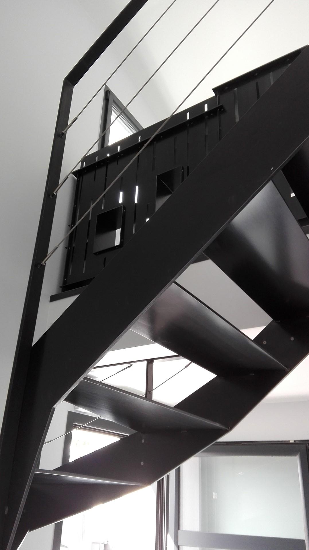 Escalier design demi tournant et garde-corps en acier, meuble garde-corps en acier, Savenay, steel contemporain