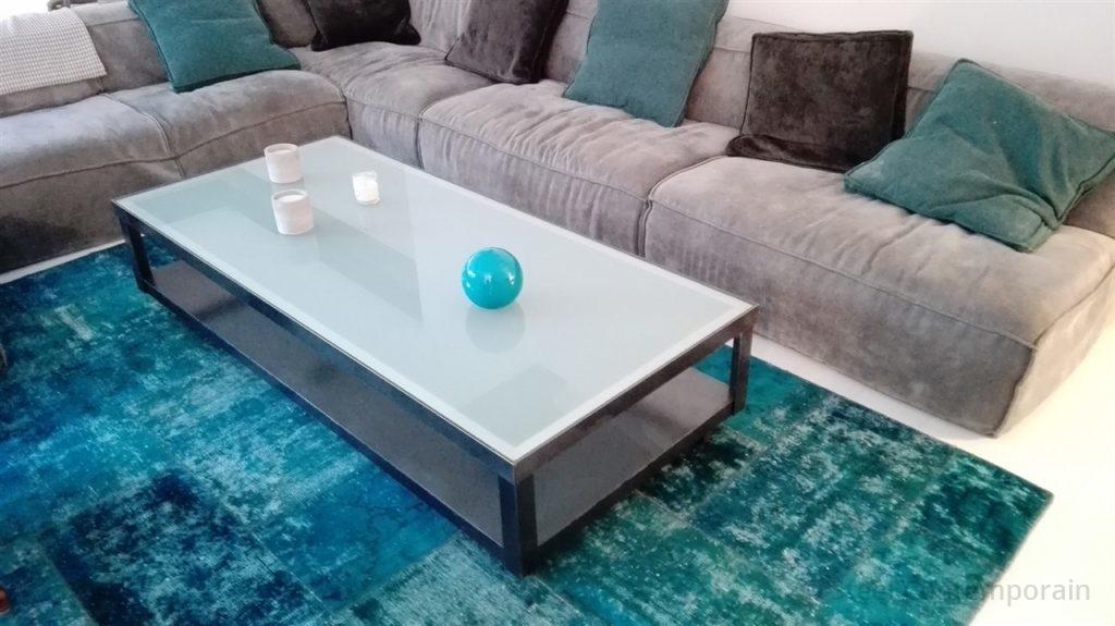 Table basse sur roulette verre opale