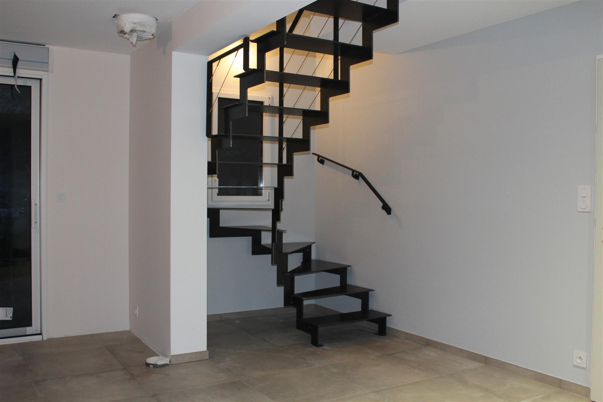 Escalier et marches en acier