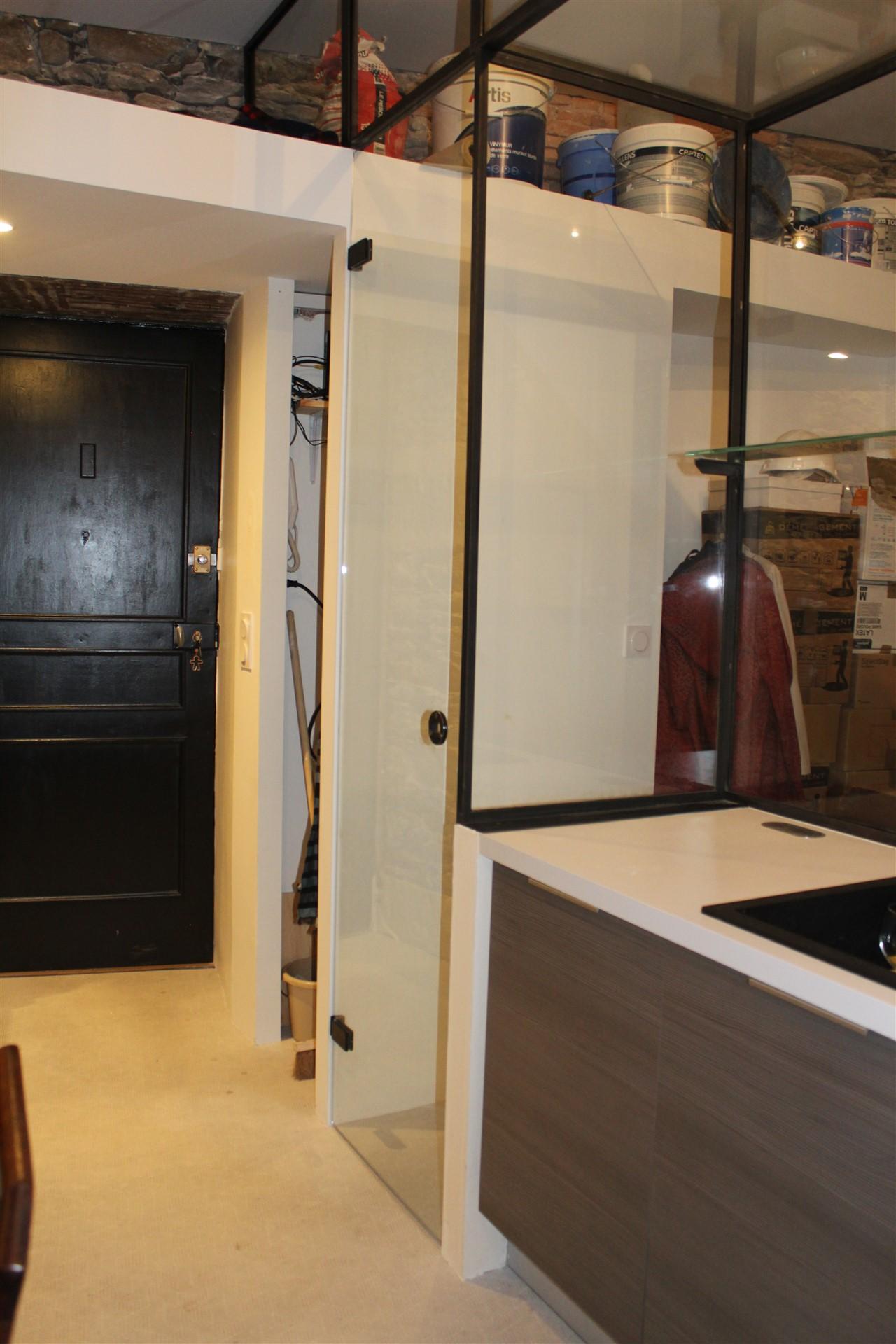 verri re l 39 ancienne et porte vitr e steel contemporain. Black Bedroom Furniture Sets. Home Design Ideas