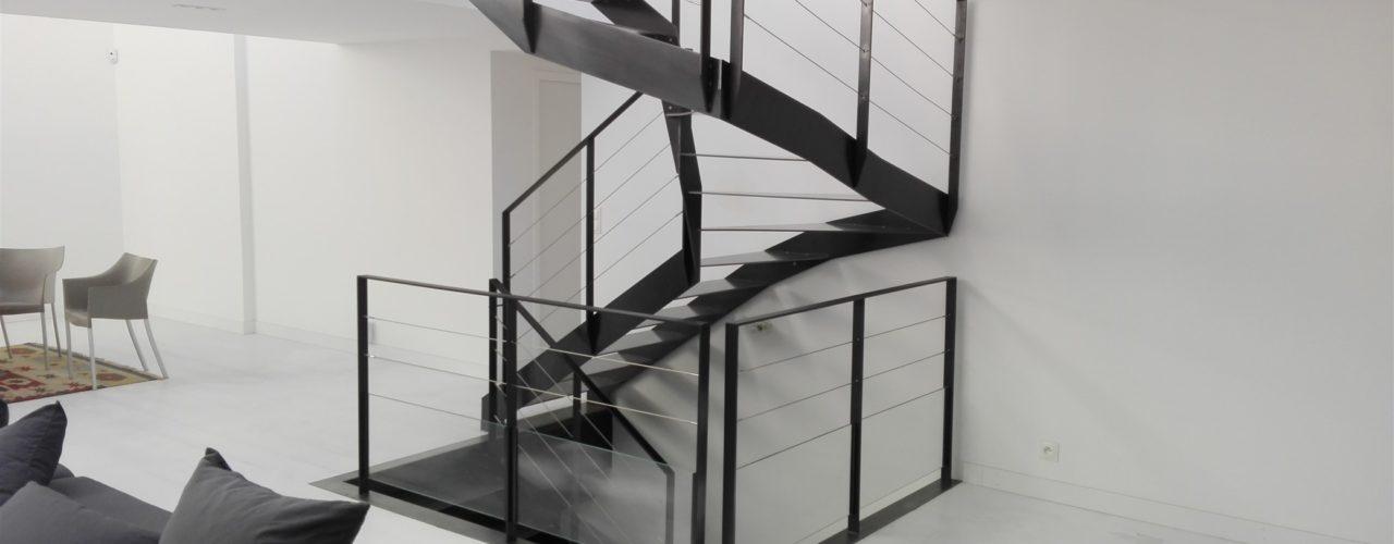 Escalier demi tournant design métallique, Lorient