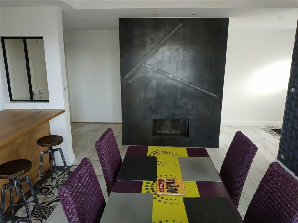 Habillage de cheminée moderne en acier