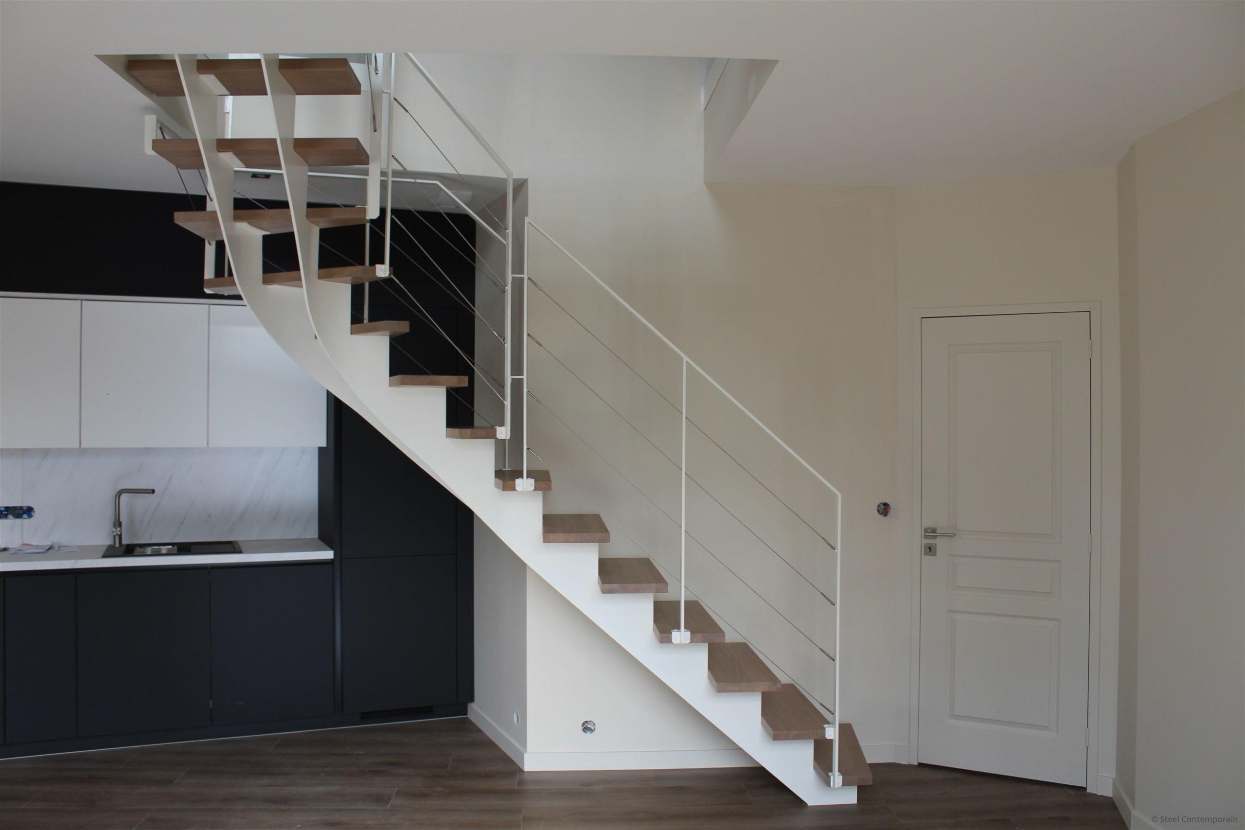 escalier design blanc acier bois chene steel contemporain (1)